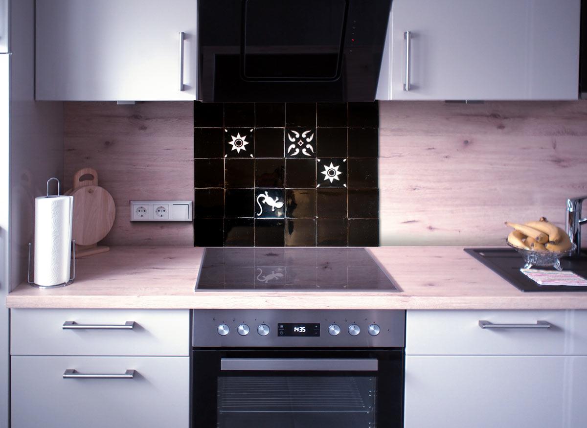 Küchenspiegel Fliesenset Schwarz-Weiss Relief 30 Fliesen ...